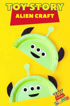 disney crafts Countdown to vacation with this fun Toy Story Land inspired alien craft. Perfect for preschoolers or little Toy Story fans! Fête Toy Story, Toy Story Crafts, Movie Crafts, Toy Story Theme, Toy Story Alien, Toy Story Birthday, Toy Story Party, Disney Crafts For Kids, Disney Diy