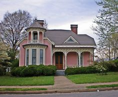 10 Beautiful Towns In Shenandoah Valley, Virginia Pink Houses, Little Houses, Old Houses, Small Houses, Beautiful Dream, Beautiful Homes, Beautiful Buildings, Cabana, Shenandoah Valley