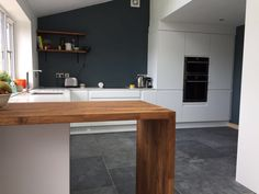 ideas kitchen wall units breakfast bars for 2019 White Kitchen Appliances, Best Kitchen Countertops, Cheap Kitchen Cabinets, Kitchen Flooring, Oak Cabinets, Kitchen Wall Units, Kitchen Wall Decals, Kitchen Wall Colors, Kitchen Storage