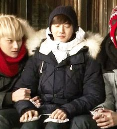 These cuties!! EXO Tao was like clinging onto mama Suho and he was fine about it