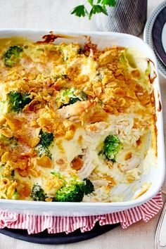 Chicken broccoli bake with rice – reminds us a little of # chicken fricassee, but tastes even better as a # bake! Chicken broccoli bake with rice – reminds us a little of # chicken fricassee, but tastes even better as a # bake! Yummy Chicken Recipes, Yum Yum Chicken, Rice Recipes, Vegetarian Recipes, Dinner Recipes, Yummy Food, Healthy Recipes, Chicken Broccoli Bake, Chicken Broccoli Casserole