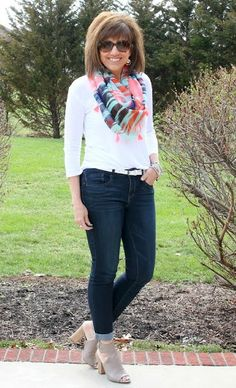 Styling a white shirt and jeans by adding trendy accessories! It's Day 23 of my 28 Days of Spring Fashion!. ‪#‎ootd‬ ‪#‎whatiwore‬ ‪#‎springfashion‬ ‪#‎graceandbeautystyle‬ ‪#‎stitchfix‬