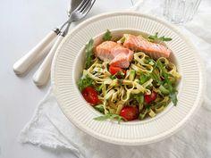 ViktVäktarna Lax med pasta al pesto Pasta Med Pesto, Spaghetti, Food And Drink, Healthy Eating, Beef, Chicken, Ethnic Recipes, Curry Recept, Pesto Recept