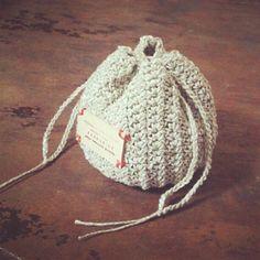 丸ころちゃん巾着_かぎ針編み Crochet Drawstring Bag, Crochet Tote, Crochet Purses, Crochet Gifts, Cute Crochet, Knit Crochet, Knitting Patterns, Crochet Patterns, Fabric Purses
