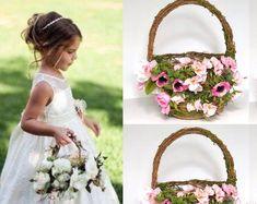Flower girl basket - BellasBloomStudio Cheap Wedding Decorations, Wedding Centerpieces, Wedding Ideas, Diy Wedding, Wedding Arch Rustic, Garland Wedding, Wedding Backdrops, Flower Girl Basket, Flower Girls