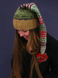 Ravelry: Scrappy Santa pattern by Whole Earth Education a free pattern Crochet Santa Hat, Sombrero A Crochet, Knit Crochet, Crochet Hats, Crochet Pattern, Free Pattern, Loom Knitting, Knitting Patterns Free, Knit Patterns