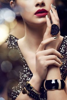 beauty look - red lips and gold nails