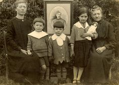World War I Family plunged into mourning. (France) c 1918 https://www.facebook.com/pages/As-tears-petrified-in-the-ground-14-18-WWI/610711125633069