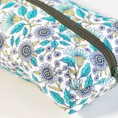 DIY Quilted Zipper Pouch: This quilted zipper pouch can be made in a jiff! Get the free pattern and spend an afternoon taking your quilting to the next level. #quiltingideas #quiltedzipperpouch #freepattern #mybluprint