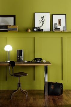 couleur mur - The Little Greene Paint Compagny Little Greene Farbe, Couleur Chartreuse, Peinture Little Greene, Little Greene Paint Company, Interior And Exterior, Interior Design, Wall Colors, Paint Colours, Colorful Interiors