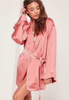 Elevate your nightwear into something special and slip into this luxe silk robe - featuring contrast piping, a dreamy pink hue and a kimono style.