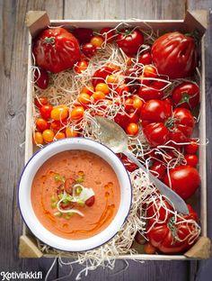 Gazpacho | Kotivinkki Text: Kaisa Torkkeli Pic: Sanna Peurakoski #soup #tomatosoup #gazpacho