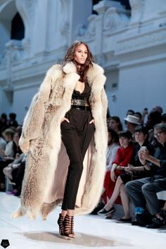 Cindy Bruna at Alexandre Vauthier by Claire Guillon - CGstreetstyle Coyote Fur Coat, Fox Fur Coat, Fur Coats, Fur Fashion, Vogue Fashion, Winter Fashion, Alexandre Vauthier, Vest Coat, Fur Jacket