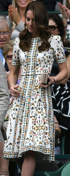 Kate in Obsession Print McQueen Dress for Wimbledon Final - July 2016 Kate Middleton Dress, Princesa Kate Middleton, Kate Middleton Style, Dresses For Wimbledon, Duchess Kate, Royal Fashion, Alexander Mcqueen, Modest Fashion, Beautiful Outfits