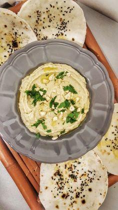 Intotdeauna m-a atras lumea orientala si in special partea culinara :) .  Am pregatit pentru campania #ManancResponsabildeSarbatori o minunata salata baba ganoush servita cu painici naan fara glu…