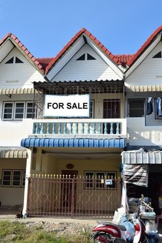 Thailand Real Estate - Cha-am Townhouse For Sale 765 M to the Beach Price:  1.7 Million THB - Tax Included -- 3 Bedrooms 2 Bathrooms 2 Floors -- Living Area:  130 Square Meters -- Land Area:  88 Square Meters -- Kitchen with Double Sink & Exhaust Fan -- Shower Heater in One Bathroom -- Covered Car Port with Security Gate