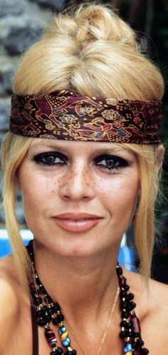 bb - this is real beauty, not because she's blonde, French, etc but because of freckles, bags no botox or touch up. Bridget Bardot, Brigitte Bardot, Actrices Sexy, Actrices Hollywood, Catherine Deneuve, French Actress, Jane Fonda, Classic Beauty, French Beauty