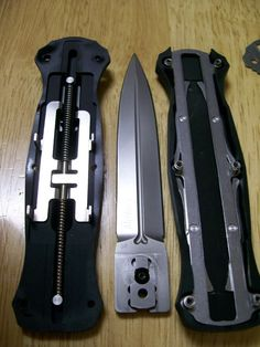 Maybe he can explain why after a while the spring starts to weaken and the knife. Tactical Knives, Tactical Gear, Assassin's Creed Hidden Blade, Les Aliens, Hidden Weapons, Switchblade Knife, Hand Forged Knife, Automatic Knives, Homemade Weapons