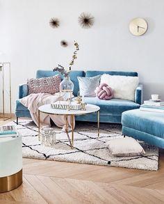 9 Light Blue velvet furniture pieces that will make you nostalgic (Daily Dream Decor) Blue Velvet Sofa Living Room, Glam Living Room, Home Living, Living Room Sofa, Modern Living, Blue Living Room Furniture, Living Room Decor Blue, Blue And Pink Living Room, Pastel Living Room