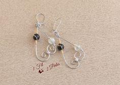 Boucles d'Oreille Pendantes Arabesques Perles Noires et Blanches - Perles de Verre - Wire Wrapping Noir et Blanc - Fil Cuivre : Boucles d'oreille par 1-fil-2-perles