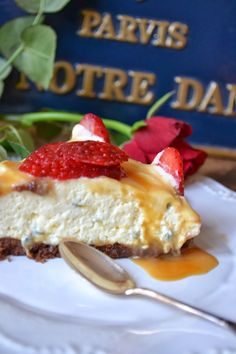 Caramellindränkt Jordgubbs- och Passionscheesecake