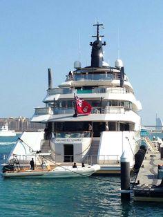 Quatroelle yacht of Dubai
