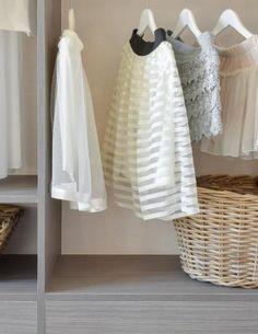 Le dressing est le rêve de nombreuses passionnées de mode mais aussi de toutes les personnes qui recherchent un espace pratique pour le rangement des vêtements. Aussi, sachez que tout le monde peut posséder un dressing, il suffit d'un peu d'organisation. Voici quelques erreurs à éviter quand on veut un dressing mais aussi pour bien s'y organiser.