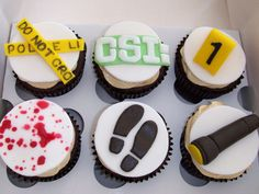 These are brilliant cupcakes for the CSI fan in all of us! Mystery Dinner Party, Mystery Parties, Geheimagenten Party, Snacks Für Party, Party Recipes, College Graduation Cakes, Graduation Cupcakes, Deco Cupcake, Cupcake Cakes
