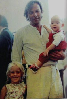 David with Clare and baby Matthew. My Scan Gabriel, David Gilmour Pink Floyd, Pink Floyd Art, Psychedelic Bands, Good Daddy, Best Guitarist, Roger Waters, Robert Plant, Rock Legends