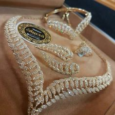 Diamonds and Gold Bridal Jewelry, Gold Jewelry, Fine Jewelry, Jewelry Necklaces, Wedding Jewelry Sets, Bling Bling, Lila Outfits, Ring Verlobung, Necklace Designs