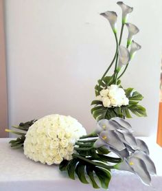 Grave Decorations, Modern Flower Arrangements, Funeral Flowers, Fresh Flowers, Diy And Crafts, Glass Vase, Projects To Try, Easter, Creative