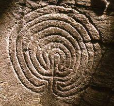 Labirinto inciso su una pietra in Cornovaglia, a Tintagel