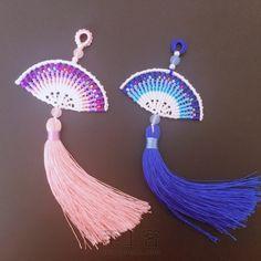 小扇子~ Beach Wedding Shoes, Macrame Tutorial, Thread Work, Micro Macrame, Macrame Jewelry, Paracord, Origami, Tassels, Diy And Crafts