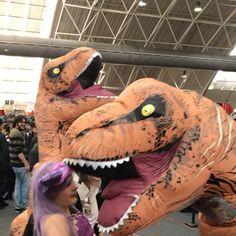 Dinosauro (con le luci) mangia unicorno    #dinosauro #unicorno #unicorn #dinosaur #festivaldelfumetto #novegro #milano #cosplay #cosplaygirl #cosplayer #costume #manga #strangepeople