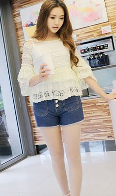 Sweet flounced round neck lace shirt apricot nice one