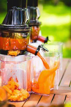 Sok pomarańczowo-marchwiowy przygotowany w wyciskarce Kuvings Whole Juicer C9500 i Kuvings Whole Juicer B6000.