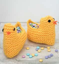 Check Out This Sweet Easter Chick Basket : These Easter chick baskets are an adorable knitting project! Fill it with candy or small gifts or stuff it and stitch it up to make a stuffed animal! Baby Knitting Patterns, Free Knitting, Easter Crochet, Hand Crochet, Baby Blanket Crochet, Crochet Baby, Bunny Blanket, Crochet Elephant, Baby Outfits