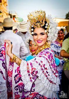 Elena del Pilar Tomas Cerrud, Calle Arriba de las Tablas 2014 - Desfile de Las Mil Polleras 2015