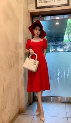 Image may contain: one or more people and people standing Workwear Fashion, Fashion Outfits, Fashion Trends, Korean Celebrities, Korean Actors, Korean Girl, Asian Girl, Luna Fashion, Western Outfits