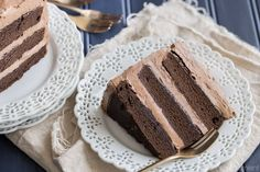 Must try: Pastry chef Allie Roomberg Simply Perfect Chocolate Cake: this is the BEST chocolate cake recipe out there. So simple to make, moist, and with tons of dark chocolate-y flavor! Chocolate Cake From Scratch, Perfect Chocolate Cake, Amazing Chocolate Cake Recipe, Cake Chocolate, Cocoa Cake, Chocolate Frosting, Marble Cake Recipes, Dessert Recipes, Dessert Ideas