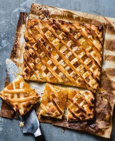 Geen kermis of een familiefeest zonder een goeie carré confituur. Als je eenmaal weet hoe snel en gemakkelijk zo'n taart gemaakt is, bak je ze voor...