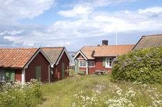 10 logements selectionnés/ Suède, Stockholm / Voyage Suede, Travel Around The World, Around The Worlds, Stockholm, Cabin, Photos, House Styles, Instagram Posts, Blog