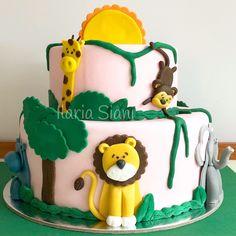 """Tutti gli animali della giungla per allietare una piccola amante della natura 🦁🐵🐘🦒 #instafood #ilas #ilassweetness #torta #cake #tortaapiani #layercake #tortagiungla #junglecake #cakedesign #pastadizucchero #tortadicompleanno #birthdaycake #festa #party #festadicompleanno #birthdayparty  Per info e richieste su Roma contattami qui  www.facebook.com/ilascake  e se ti va metti """"mi piace"""" alla mia pagina 👍🏻"""