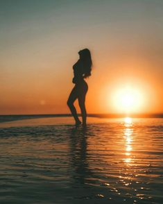 Pin by Heilyn Arce Vargas on foto Beach Photography Poses, Beach Poses, Beach Shoot, Summer Photography, Nature Photography, Cute Beach Pictures, Creative Pictures, Sunset Pictures, Foto Pose
