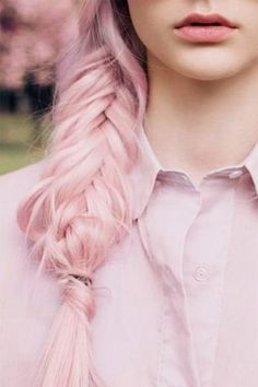 Dye your hair simple & easy to pink hair color - temporarily use pink hair dye to achieve brilliant results! DIY your hair pink with crazy pink hair chalk Pastell Pink Hair, Hair Color Pink, Pastel Pink, Hair Colors, Dusty Pink, Lilac Hair, Green Hair, Coral Pink, Periwinkle Color