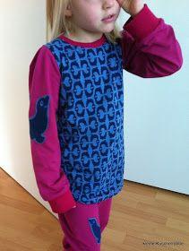 kleine Kuschelrobbe: Schlafanzug mit Kuschelrobben
