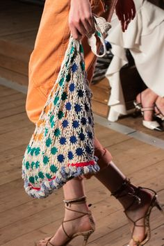 Isabel Marant Spring 2020 Fashion Show Details. All the fashion runway close-up details, shoes, and handbags from the Isabel Marant Spring 2020 Fashion Show Details. 2020 Fashion Trends, Fashion Mode, Fashion 2020, New Fashion, Runway Fashion, Boho Fashion, Spring Fashion, Fashion Show, Paris Fashion