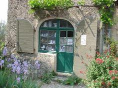 Atelier Galerie La Villa des Roses - Jacques Ibarra est céramiste depuis les années 50. Crée des sculptures sur des thèmes divers qu'il accompagne d'estampes originales(Gravures et sérigraphies)