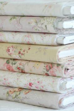 purplishme:    pretty floral fabrics :)