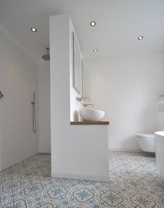 Love this idea for the shower - Badezimmer Deko Badezimmer Fliesen Ideen ? Bathroom Spa, Laundry In Bathroom, Bathroom Layout, Bathroom Interior Design, Bathroom Ideas, Simple Bathroom, Bathroom Faucets, Bathroom Showers, Master Bathroom